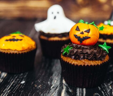 Cupcakes de Agua de Azahar y Algodón de Azúcar - Receta para Halloween