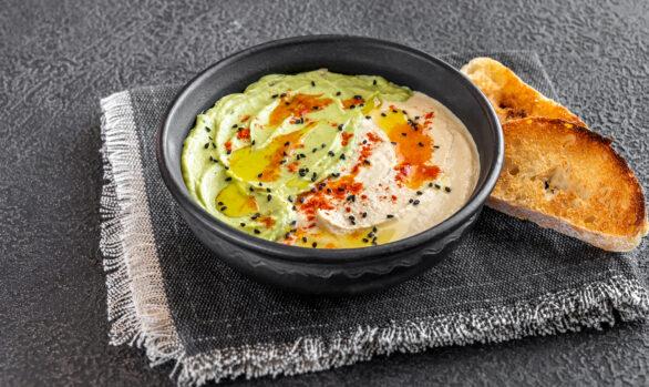 Bowl de hummus con guacamole